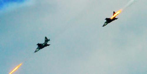 Aviões russos Su-25 em ação (RIA Novosti)